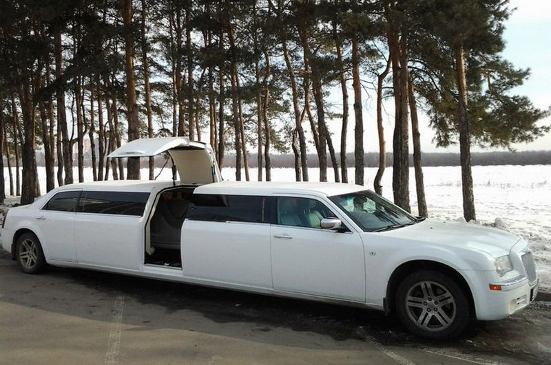 Chrysler 300C limo – 3000 руб./час