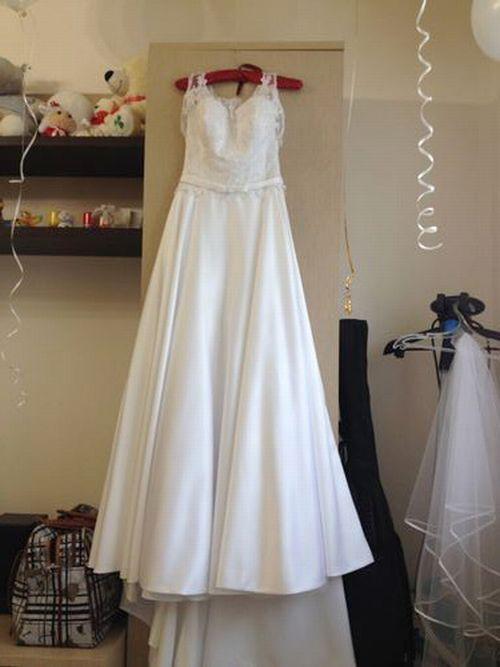 как увидеть белое платье с золотым
