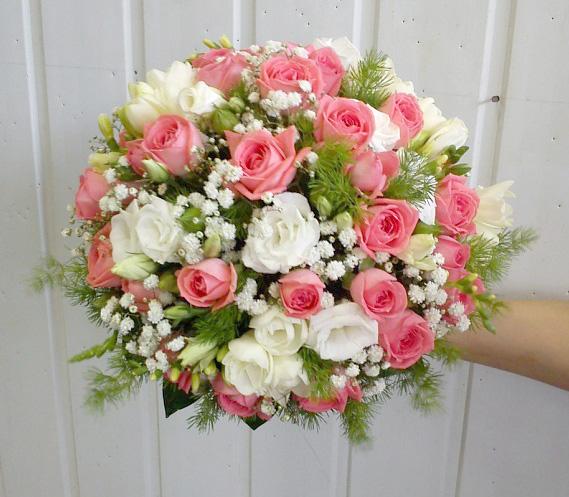 Букет для крупной невесты из пионовидных роз, продажа цветов оптом в омске