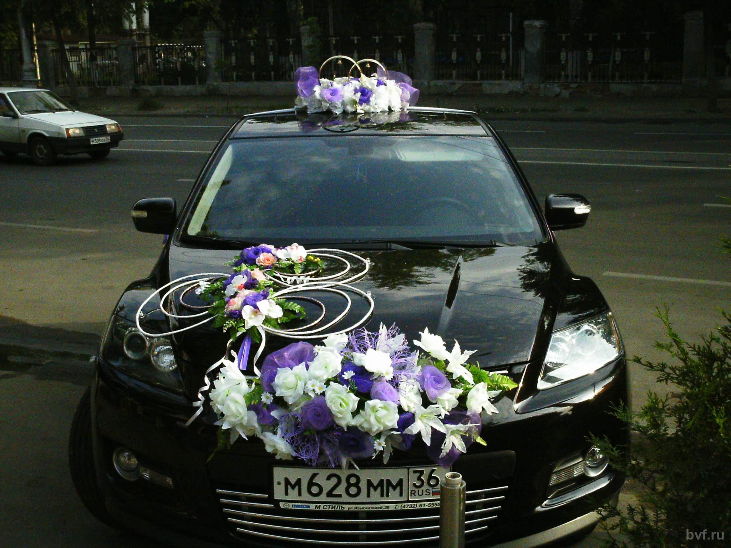 На дагестанской свадьбе гости проломили крышу машины с молодоженами