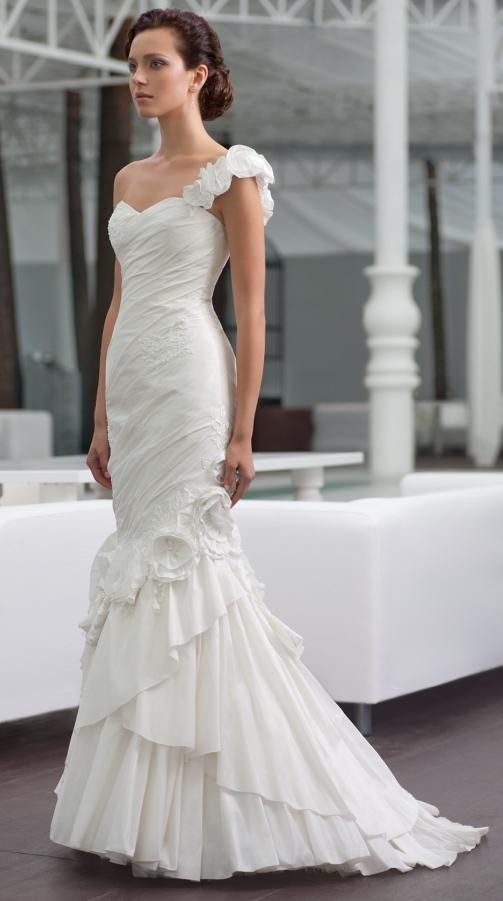 Модель такого платья выглядит очень сексуально и элегантно на нареченной, которая желает подчеркнуть свой образ. Такого рода свадебные платья в стиле годе