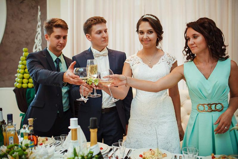 Должны ли свидетели целоваться на свадьбе